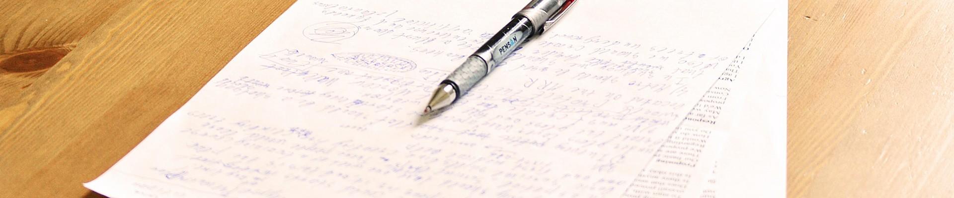 Úprava textu na papieri.